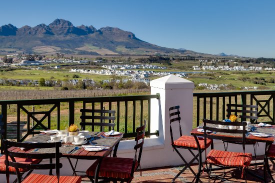 Protea Hotel by Marriott Stellenbosch : Cultivar Terrace Area