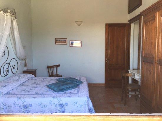 Poggio Tobruk: Endroit idéalement bien situé avec une très belle vie