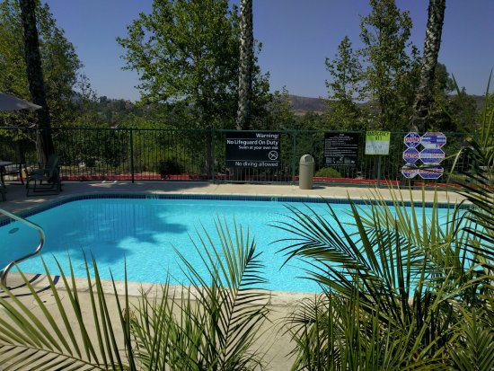 Hampton Inn & Suites Agoura Hills: Nice small pool - well maintained