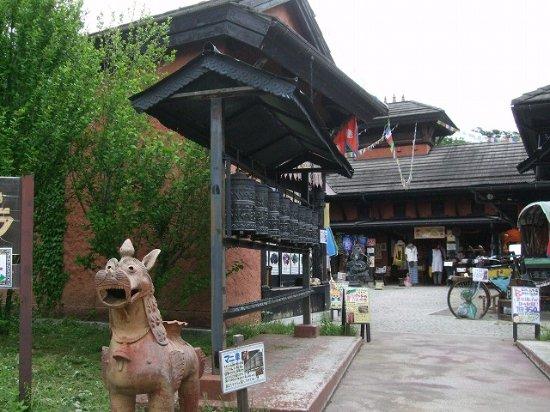 Asian Old Bazaar: 門の中は東南アジアの香りに満ちています
