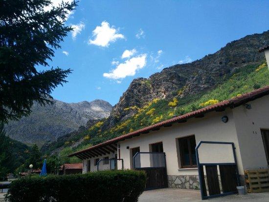 Vegacervera, Испания: Vistas desde la terraza del camping