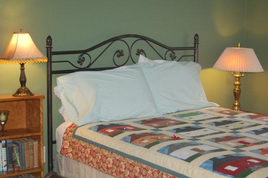 Haynes Bed & Breakfast: Green Room