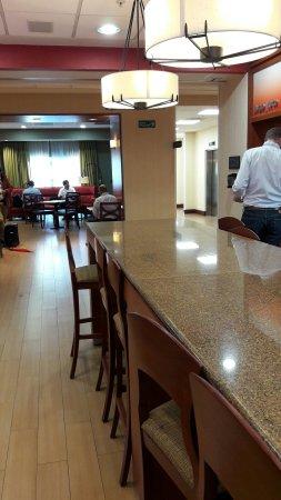 Hampton Inn by Hilton Queretaro Tecnologico: Excelente Hotel, excelente desayuno.