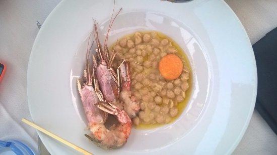 Le Pavoniere: Gamberi con ceci e rosso d'uovo fritto