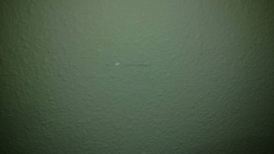 Super 8 Gaffney: Paint chipped on the ceiling.