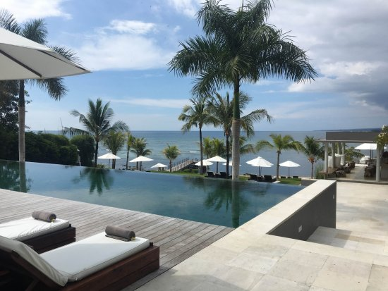 The Lombok Lodge: view from the pool towards the bar and the sea.