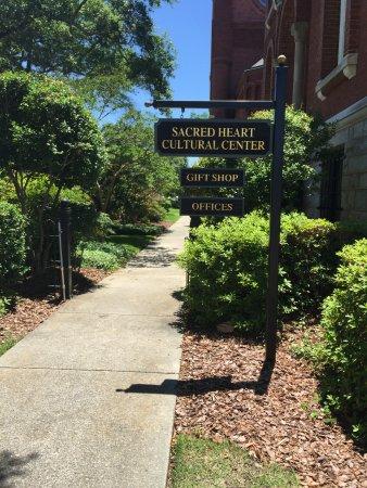 Sacred Heart Cultural Center: Entrance to Sacred Heart