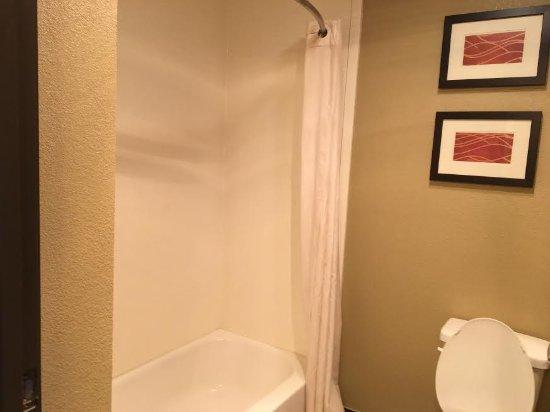 Salem, IL: Bathroom