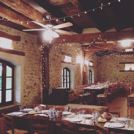Cernay-la-Ville, France : Interno del ristorante