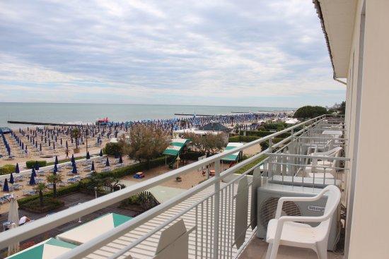 Hotel Caravelle Minicaravelle: widok z Mini Caravelle, bardzo bałe balkony