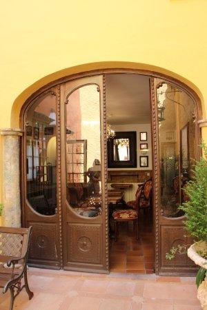 Hotel San Gabriel: Courtyard