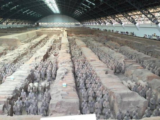 Les soldats en terre cuite et l 39 entr e du site picture of the museum of - Daubiere en terre cuite ...