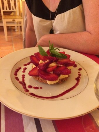 Chambly, Франция: sablé breton aux fraises