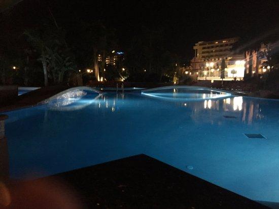 Park Club Europe Hotel: vista notturna della piscina