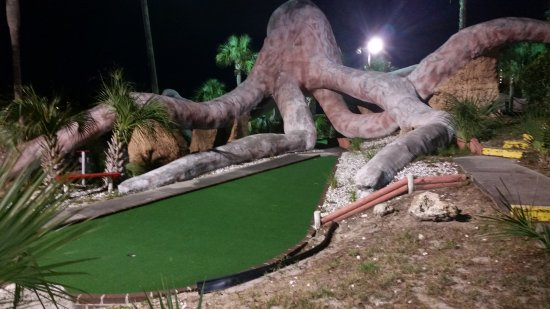 Shipwreck Mini-Golf and Snack bar