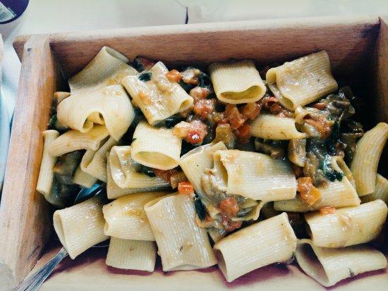 San Michele di Ganzaria, อิตาลี: Paccheri ai funghi porcini