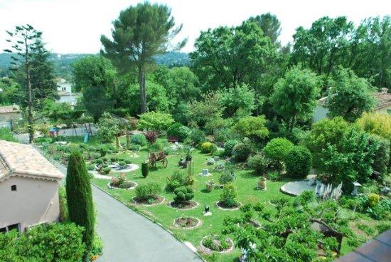 Peymeinade, Frankrike: vue du jardin