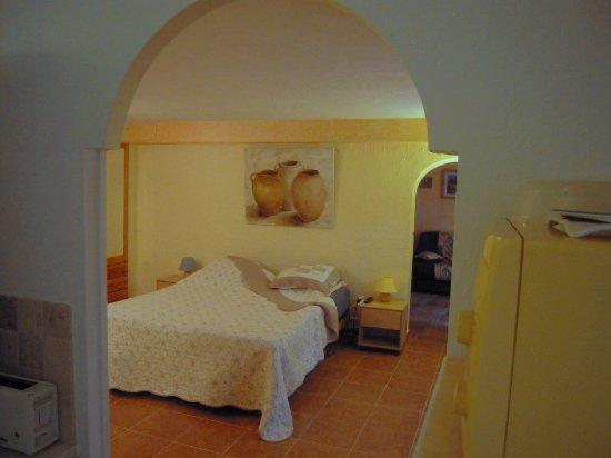 Peymeinade, Frankrike: appartement rez de jardin Glycine accessible PMR
