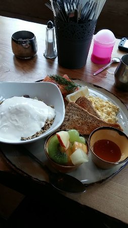Cafe Renoir: Swedish breakfast with granola