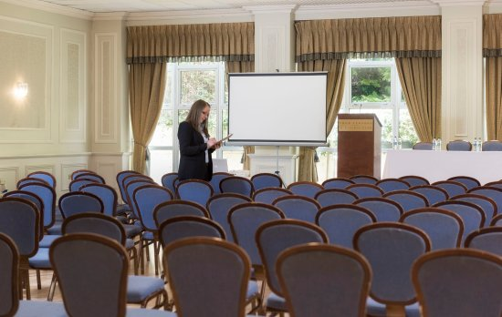 Four Seasons Hotel and Leisure Club: Blackwater Conference Room