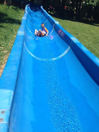 Jellystone Park at Dogwood Valley : Slides are fun. Great for littles and bigs!