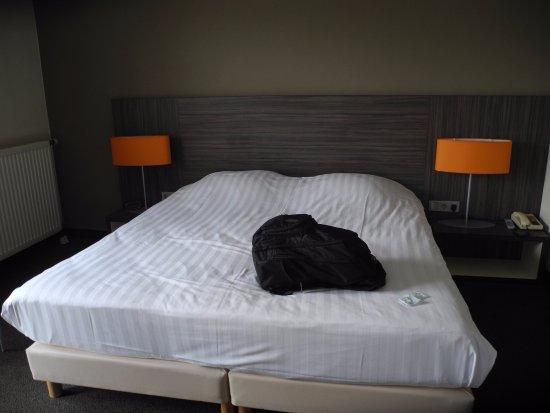 Bodegraven, Nederland: Full size bed