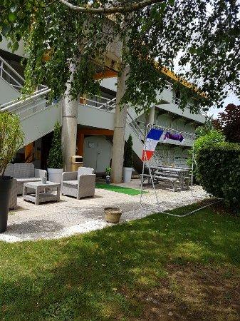 Saint-Yrieix-sur-Charente, France: Terrasse