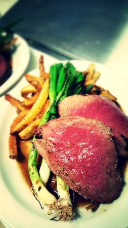 Gores Landing, Kanada: classic steak frites for dinner, at brunch we offer steak and eggs bernaise!