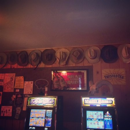 Jackson, MT: Bar/poker machines.