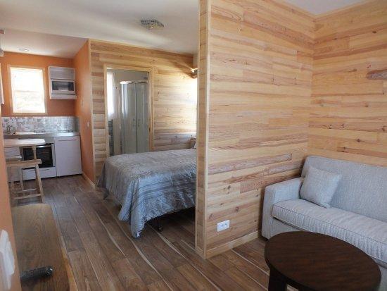 Saint-Pierre: chambre, kitchenette et coin salon