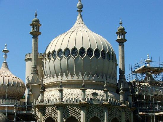 Royal Pavilion: das Foto ist etwas älter, daher ist noch das Baugerüst zu sehen.