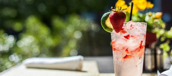 Exeter, Нью-Гэмпшир: What's better than drinks on the patio?
