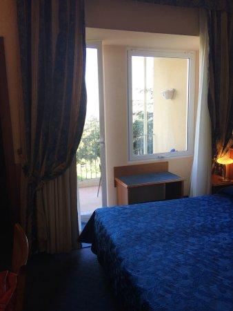 Hotel Colle della Trinita: Arrivo in hotel camera e ingresso ristorante