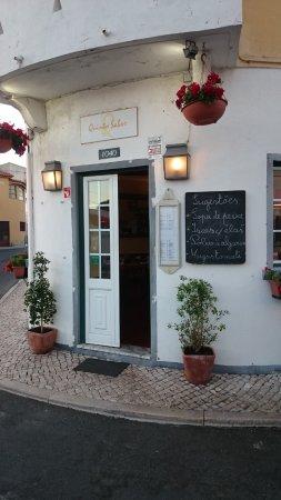 Quinto Sabor: entrada del restaurante