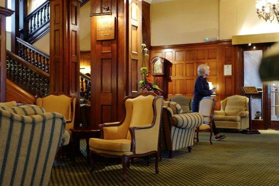 Victoria Hotel: hall