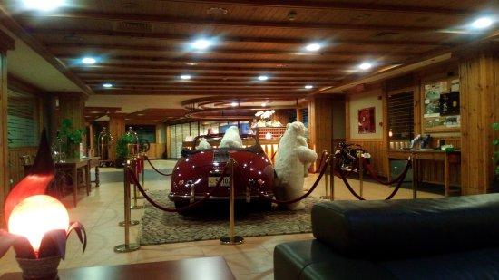 Collection de motos et voitures ( à l\'intérieur ! ) - Picture of ...