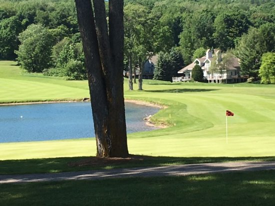 Boyne Highlands: Looking back down the 18th hole near the lodge