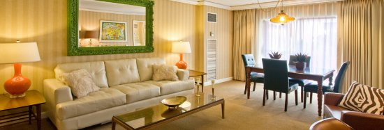 Inn at the Commons: EXECUTIVE KING SUITE LIVING ROOM