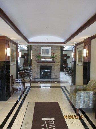 Staybridge Suites South Bend - University Area: Lobby