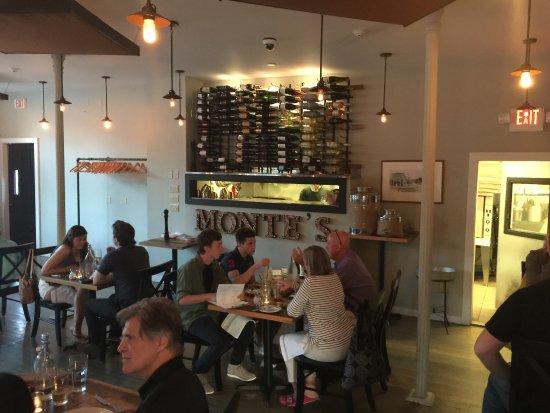 Amenia, estado de Nueva York: Dining room at Monte's