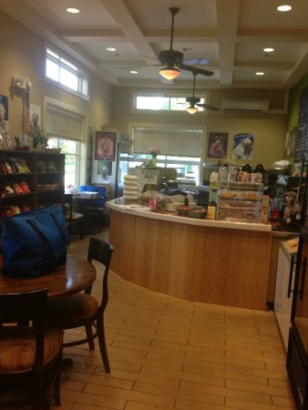Flowery Branch, GA: Love the Friends Cafe!!! Great menu, healthy options, shakes are delicious, excellent service!