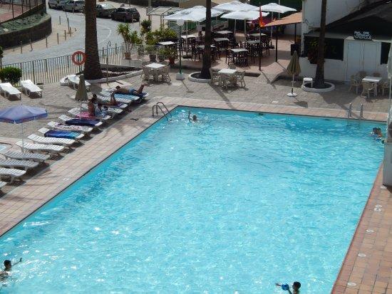 Walhalla Apartments: Het zwembad en de bar