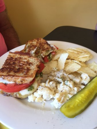 Schuylerville, Nova York: Over The Moon Cafe and Bakery