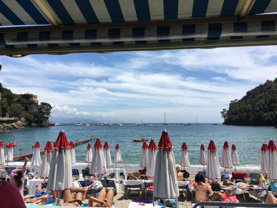 Santa Margherita Ligure, Italia: View from the open air restaurant over the beach