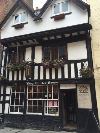 historic pub where king charles ii hid while escaping the. Black Bedroom Furniture Sets. Home Design Ideas