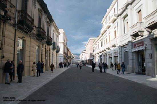 Reggio Calabria, Itália: No final da tarde, as pessoas vão se encotrar por ali.
