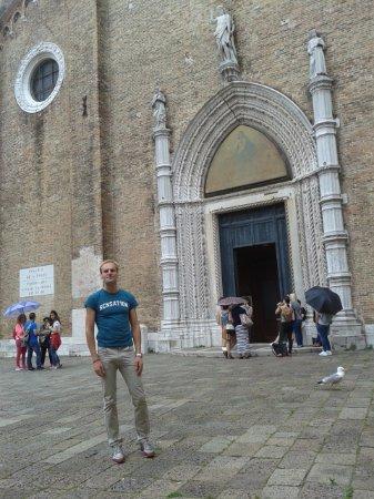 Santa Maria Gloriosa dei Frari: Facciata della bellissima Basilica Santa Maria dei Frari