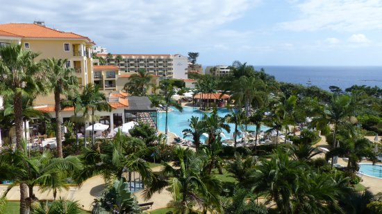 Porto Mare Hotel: View of the lovely gardens and one of the pools