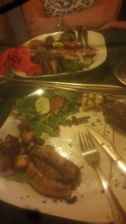 Grada Tavern: Dreadful. A mixed grill of various meat fats!!!