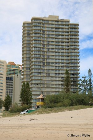 Hi Surf Beachfront Resort Apartments: View from South Narrowneck beach